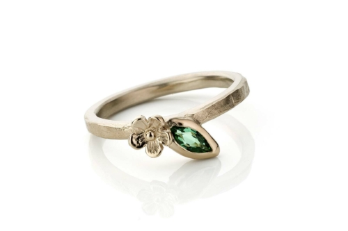 Ring in 18kt champagne wit goud met marquise toermalijn