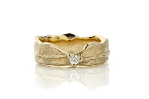 Brede ring in 18kt champagne wit goud met diamant