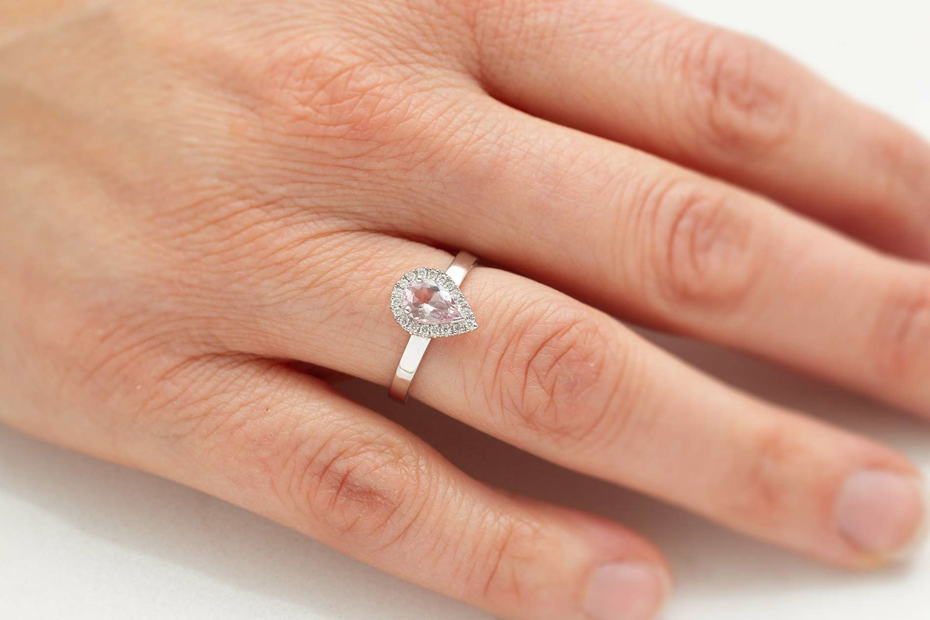Ring in 18kt wit goud met een morganite en diamant